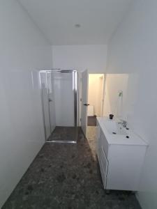 A bathroom at Exchange hotel Goulburn