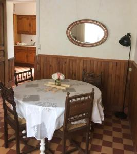A restaurant or other place to eat at Le Figuier