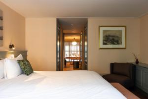 Un ou plusieurs lits dans un hébergement de l'établissement Hotel Mercier