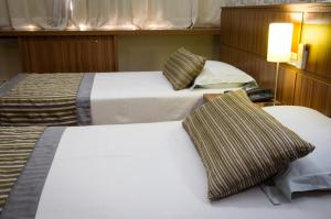 A bed or beds in a room at LEON PARK HOTEL - Tarifa do dia