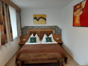 A bed or beds in a room at Pension Ballwein