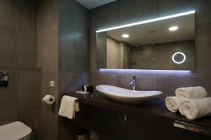 A bathroom at Friday Hotel