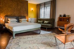 Een bed of bedden in een kamer bij Hotel V Nesplein