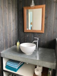 A bathroom at Maison Nathalie Mimizan