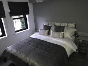 A bed or beds in a room at Boutique Suites Worcester
