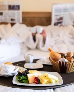 سرير أو أسرّة في غرفة في نوفوتيل شرم الشيخ