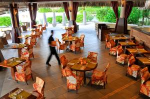 A restaurant or other place to eat at InterContinental Bora Bora & Thalasso Spa