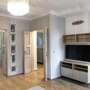 TV a/nebo společenská místnost v ubytování Exclusive Art Deco Boutique