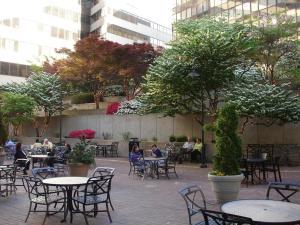 Un restaurante o sitio para comer en Holiday Inn Washington Capitol-National Mall