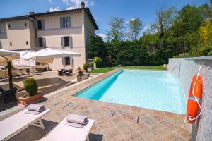 The swimming pool at or close to Hotel La Colonna