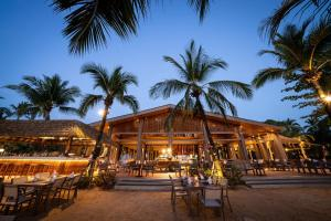 A restaurant or other place to eat at La Flora Khao Lak