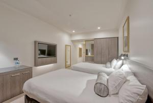A bed or beds in a room at Duxton Hotel Perth
