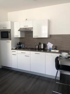 Een keuken of kitchenette bij De Overtoom 46