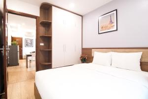 A bed or beds in a room at Canary Ha Noi Hotel