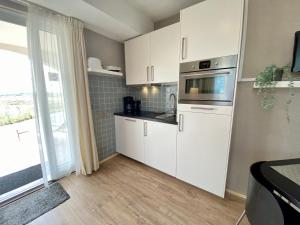 A kitchen or kitchenette at Dune Apartment