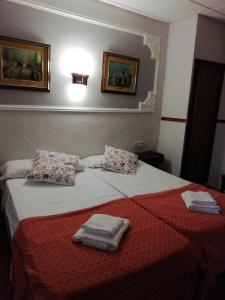 A bed or beds in a room at Hotel Montearagon