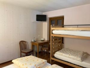 Ein Etagenbett oder Etagenbetten in einem Zimmer der Unterkunft Hotel Ristorante Baldi