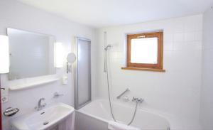Ein Badezimmer in der Unterkunft Hotel Sonnblick