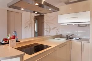 A kitchen or kitchenette at Orologio Living Apartments
