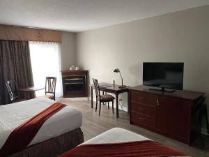A television and/or entertainment center at Ramada Plaza by Wyndham Gatineau/Manoir du Casino