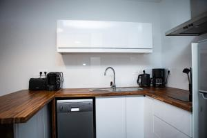 A kitchen or kitchenette at Balcons sur Seine - Vernon Giverny
