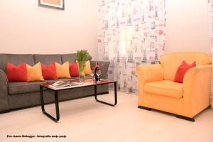 A seating area at Amber Apartments
