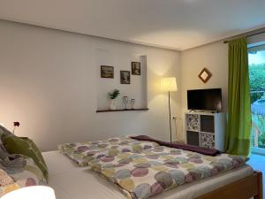 A bed or beds in a room at Alpen Apartement