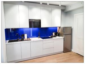 A kitchen or kitchenette at Rent Sopot Mariana Mokwy 20