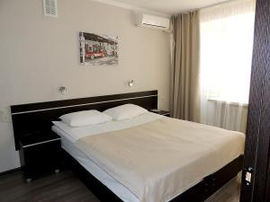 A bed or beds in a room at Sputnik