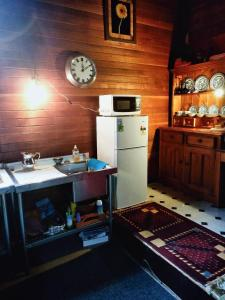 A kitchen or kitchenette at St Pauls Cottage