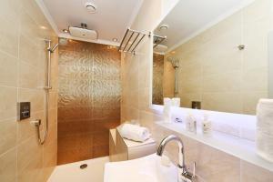 Ein Badezimmer in der Unterkunft Rhein-Hotel Nierstein