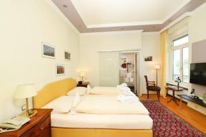 Ein Bett oder Betten in einem Zimmer der Unterkunft Rhein-Hotel Nierstein