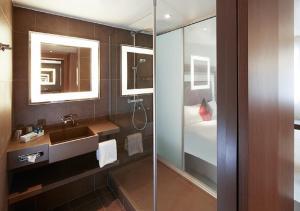 A bathroom at Novotel London Tower Bridge