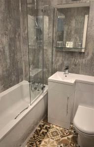 A bathroom at Hotel Wroxham
