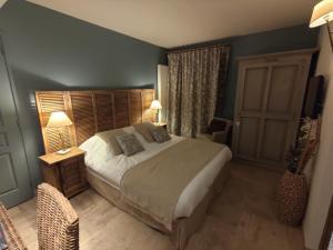 A bed or beds in a room at Une Escale à Pornic chambres d'hôtes 4 épis