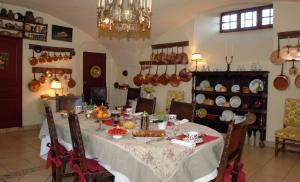 A restaurant or other place to eat at Château Royal de Saint Saturnin - Les Collectionneurs