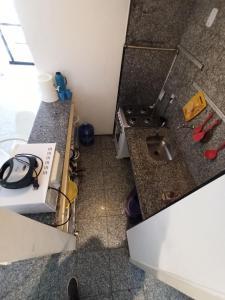 A cozinha ou cozinha compacta de Flat Atlântico Mobiliados