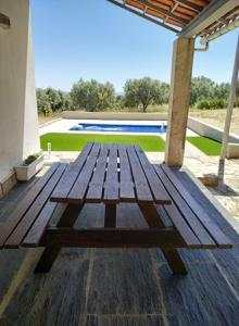 The swimming pool at or near Alojamento Rural de Vales