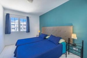 Een bed of bedden in een kamer bij Vista Mar Apartamentos