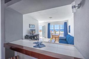 Een keuken of kitchenette bij Vista Mar Apartamentos