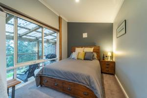 A bed or beds in a room at Platypus Waters B&B