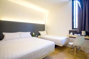 A bed or beds in a room at Mode Inn Icon City