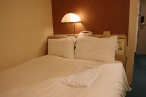 A bed or beds in a room at Aizuwakamatsu Washington Hotel