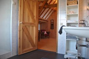 Een badkamer bij Logies den Heijkant