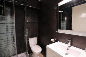 A bathroom at Martinez hotel district 60 meters to the sea & croisette