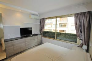 A television and/or entertainment center at Martinez hotel district 60 meters to the sea & croisette