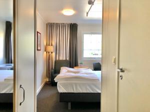 En eller flere senger på et rom på BRYGGA MOTELL