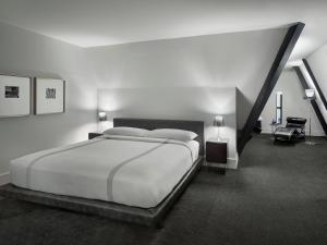 A bed or beds in a room at AKA Times Square