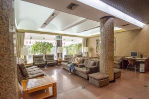 The lobby or reception area at Hostal Santa Fe De La Veracruz - Habilitado