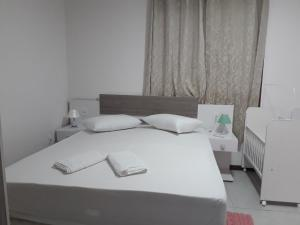 A bed or beds in a room at Novo Aconchego